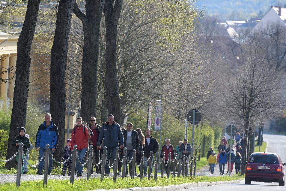 """Nach Schätzung der Polizei waren in etwa so viele Ring-""""Spaziergänger"""" unterwegs wie vor einer Woche."""