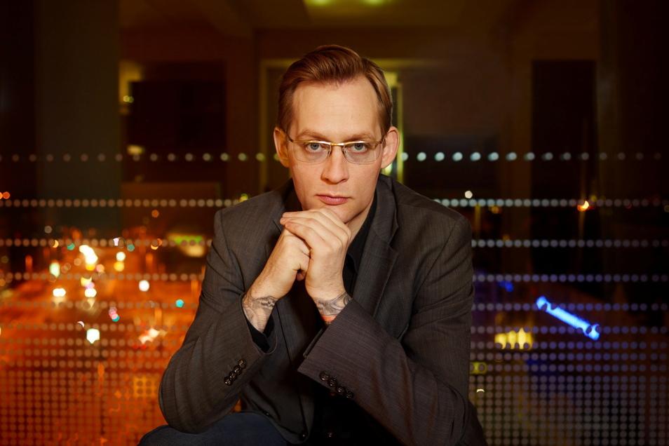 """Clemens Meyer machte gleich mit seinem Debüt """"Als wir träumten"""" 2006 auf sich aufmerksam. Seitdem verfasste er viel beachtete Romane und Erzählungen, Theatertexte und Drehbücher."""