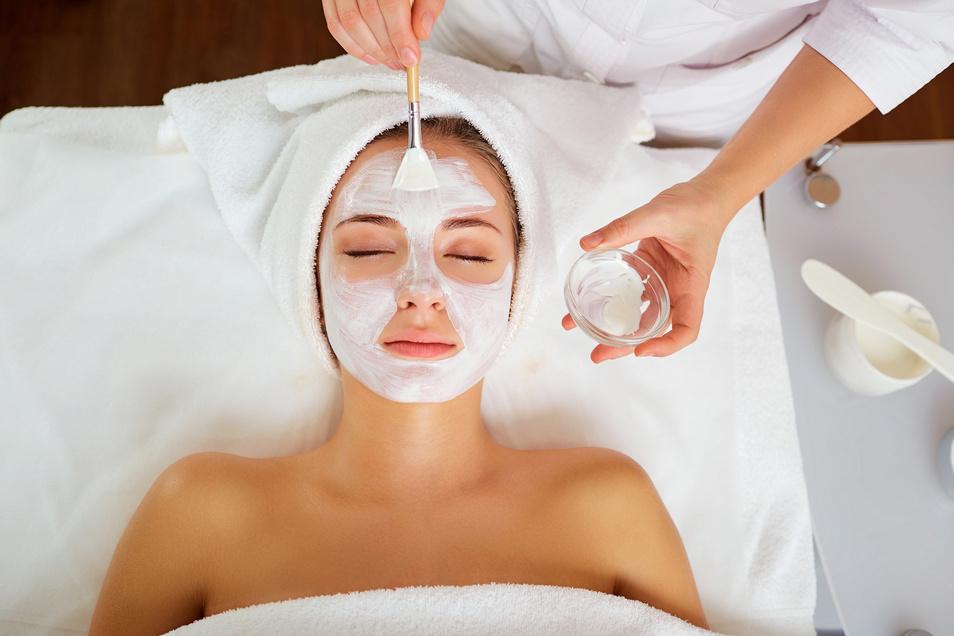 Medizinische Kosmetik kann der Schlüssel zu weniger Hautproblemen sein.