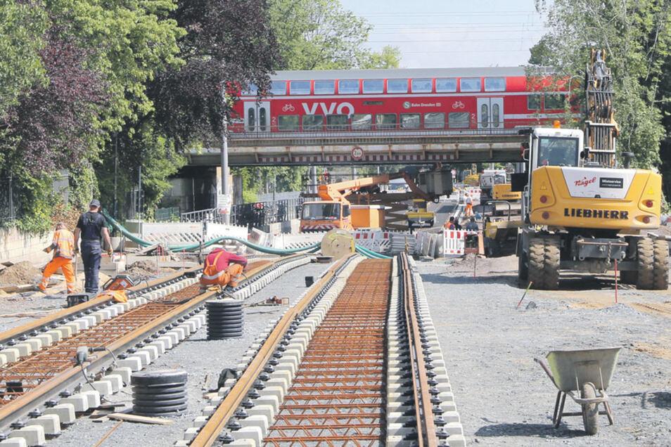 Die Stadtbahntrasse über die Oskarstraße soll am 6. Juli 2019 eröffnet werden.