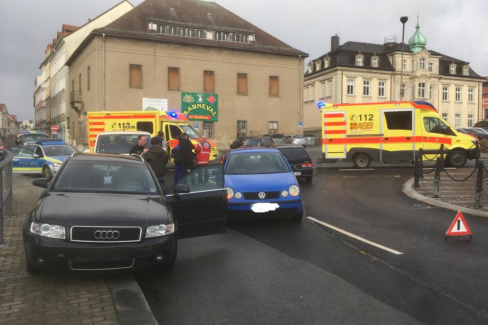 Bei dem Unfall am Löbauer Theaterplatz erlitt eine Person leichte Verletzungen.