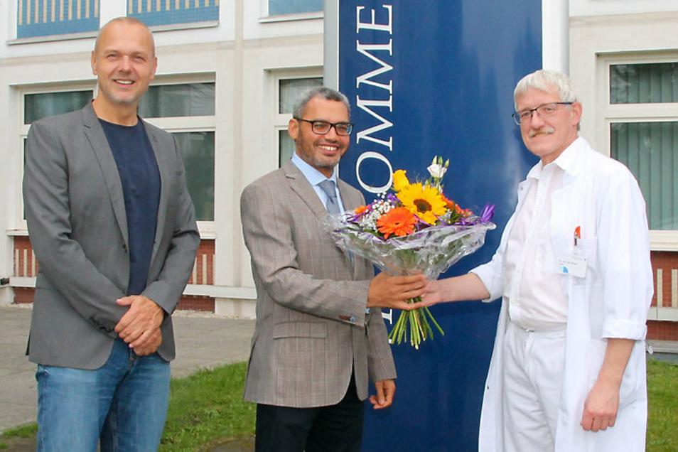 Mirko Papenfuß, Dr. Nasreldin Mohammed (l.) und Medizinischer Direktor, Dr. med. Olaf Altmann (v.l.n.r.)