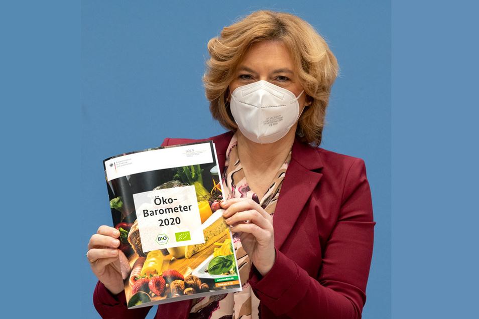 Bundesagrarministerin Julia Klöckner (CDU) präsentiert das Öko-Barometer 2020.