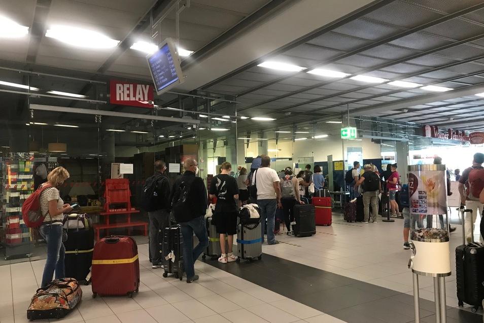 Am Samstag begann der Betrieb auf dem Flughafen.