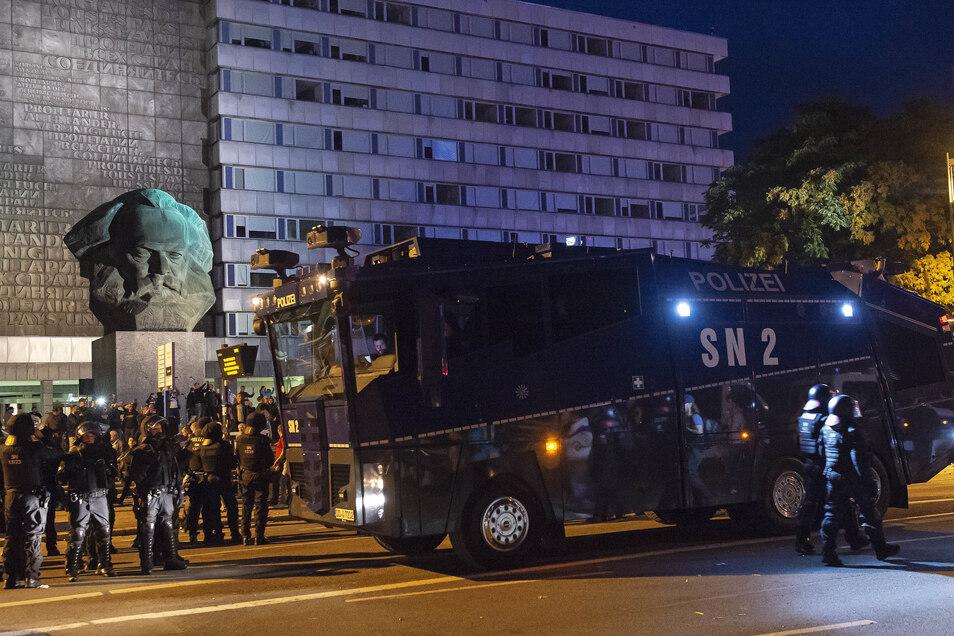 Hier, in der Chemnitzer Innenstadt, wurde 2018 Daniel Hillig niedergestochen. Sein Tod wurde politisch instrumentalisiert. Rechte und linke Gruppen demonstrierten in Chemnitz.