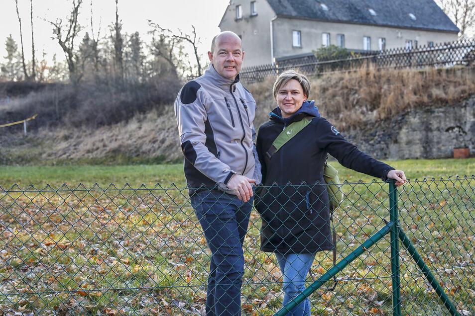 Cathrin und Mike Reiche wollen die Fläche des ehemaligen Großschönauer Kinos wieder bebauen. Entstehen soll hier eine Physiotherapie-Praxis und Wohnräume.