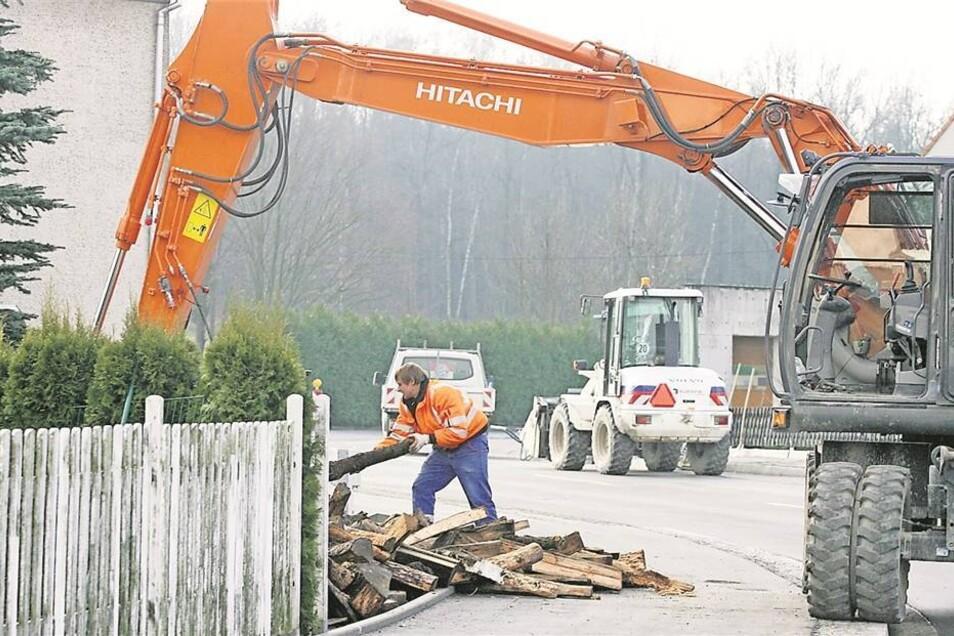 Mehrere Straßenbauprojekte An der Radeberger Straße in der Niederstadt laufen die letzten Bauarbeiten. Im Mai soll sie fertig sein.