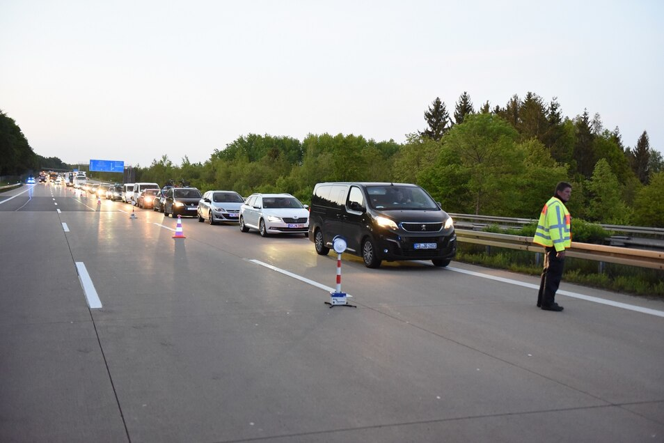 Der Verkehr musste für die Unfallaufnahme zeitweise gestoppt werden.