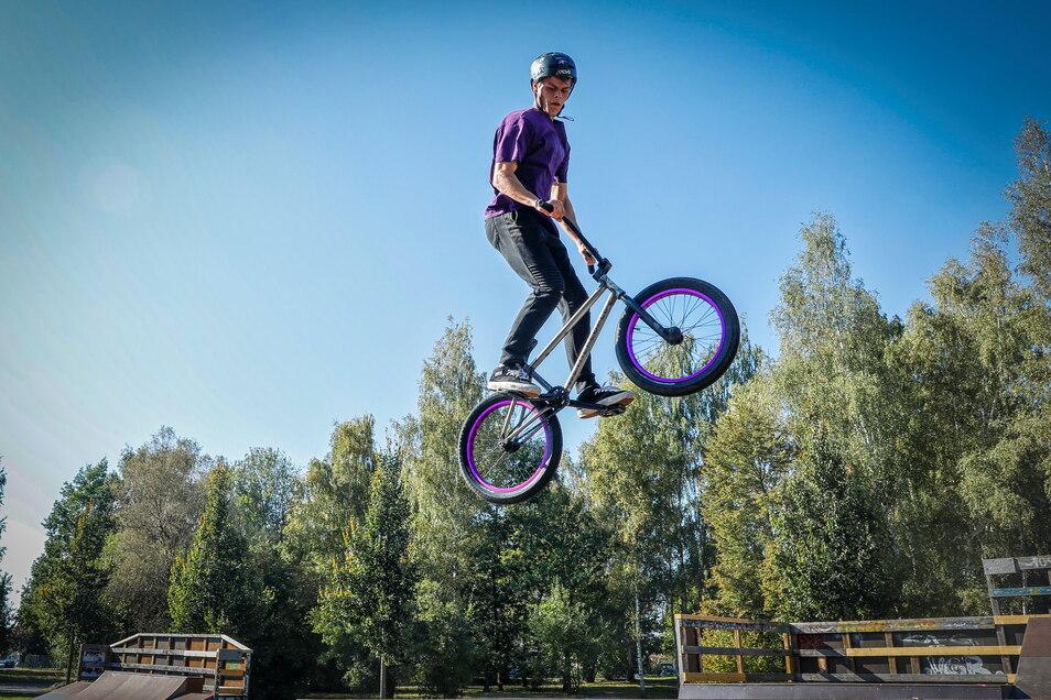 Der Skatepark in Zittau-Ost ist saniert und Jugendliche wie Robin Heine sind hier endlich wieder in ihrem Element.