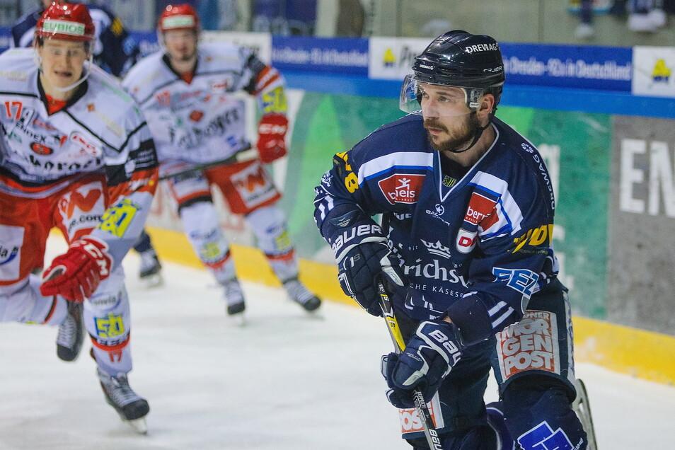 Steven Rupprich traf in Frankfurt zwar zum 3:3, als Sieger gingen seine Eislöwen aber nicht vom Eis. Nach der Niederlage im Penaltyschießen nehmen die Dresdner nur einen Punkt mit.