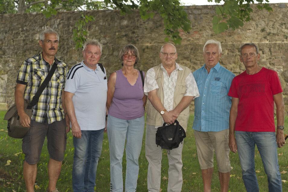 Das Bernstädter Fototeam (von links) mit Helmar Schulze, Günter Hennersdorf, Ulrike Neumann, Rainer Kasimir, Manfred Richter und Dieter Lorenz lädt zur großen Fotoschau.