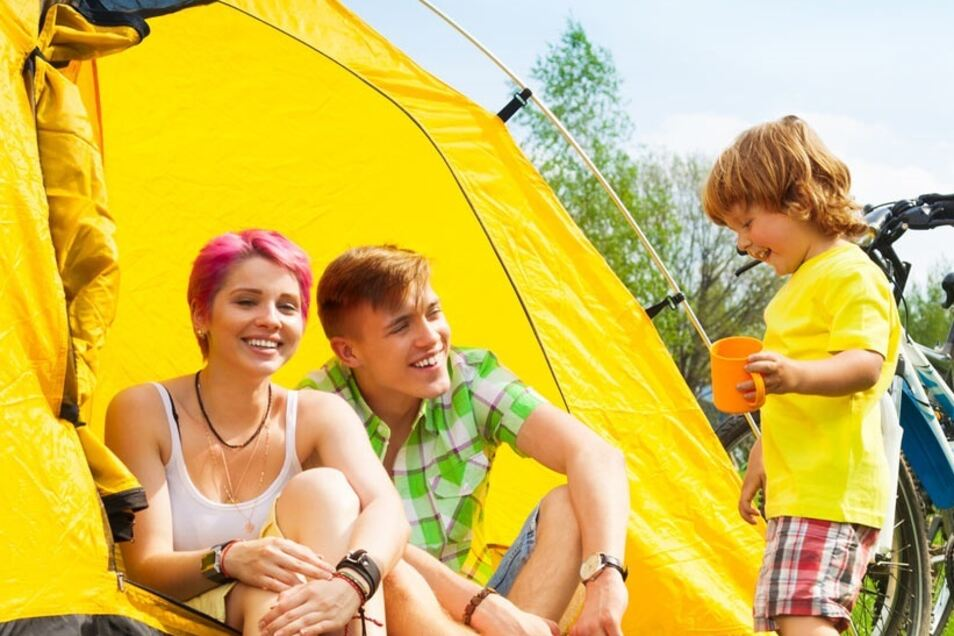 Die Vorfreude auf einen Urlaub an der frischen Luft, ob im Zelt oder Bungalow, steigt mit den Temperaturen.
