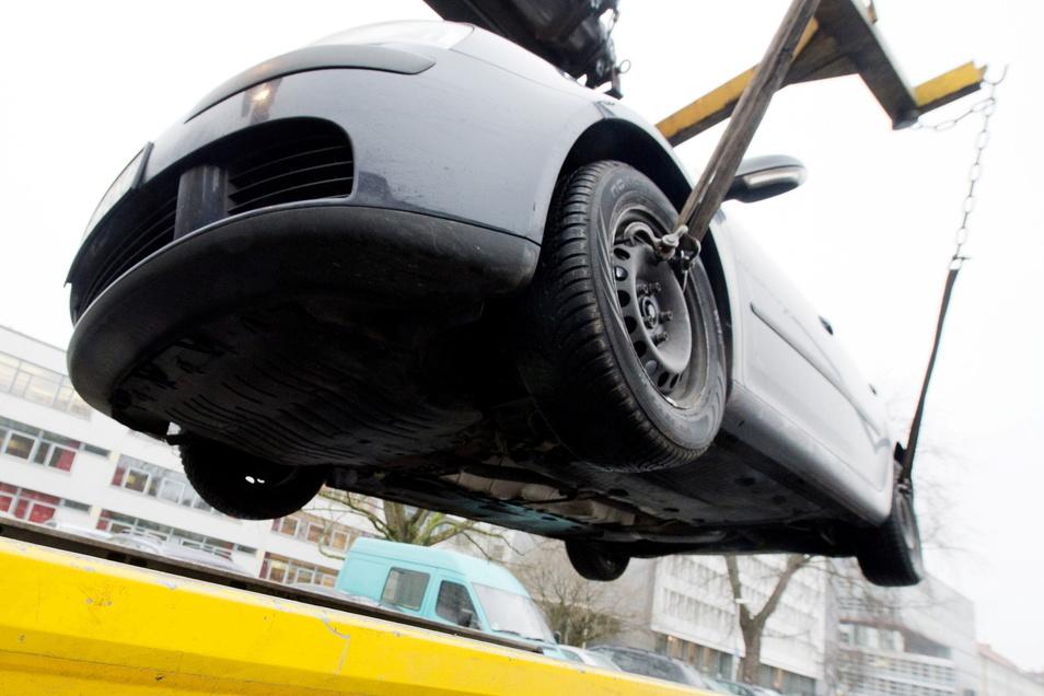 16 Autos sind auf dem Bautzener Schliebenparkplatz abgeschleppt oder umgesetzt worden.