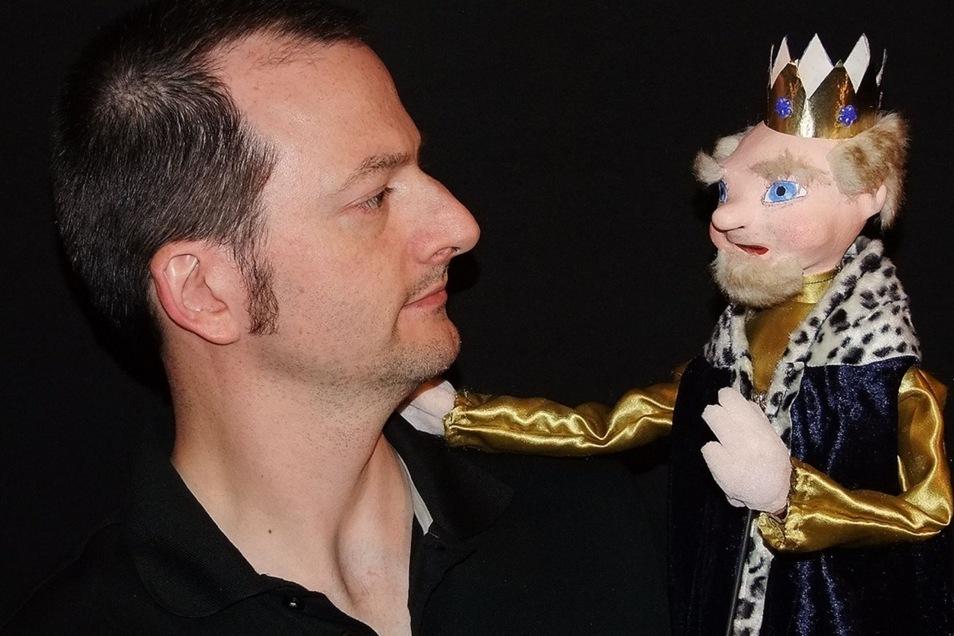 Marco Vollmann lässt auf Dresdens Bühnen die Puppen spielen.