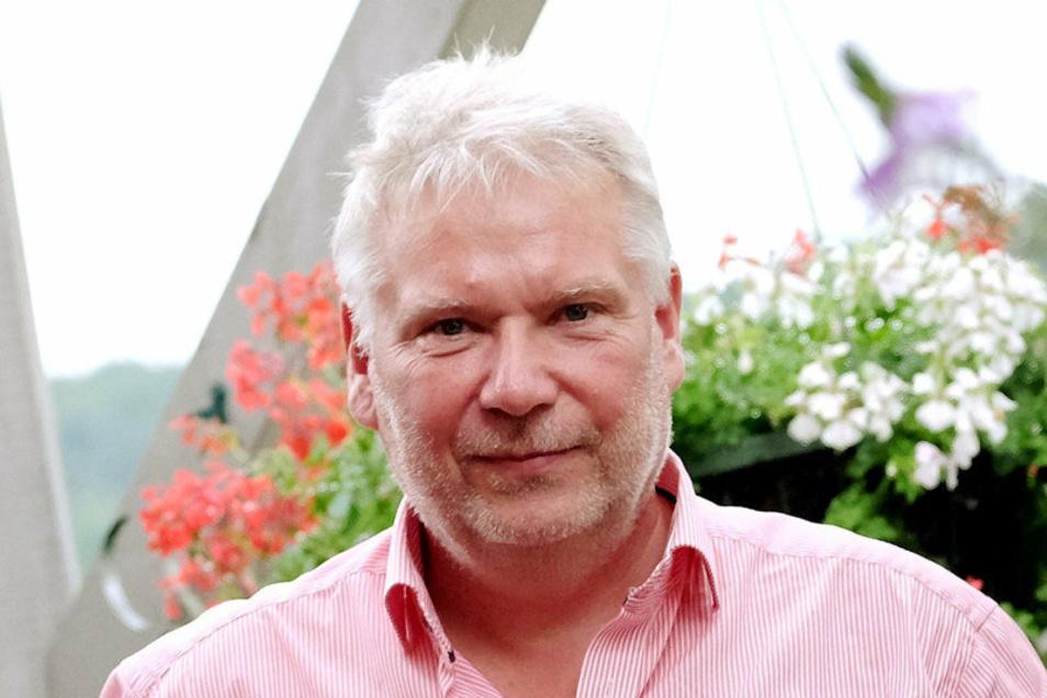 Bauunternehmer Ingolf Brumm legt die Geschicke des durch ihn aufgebauten Betriebes in die Hände des Bauspezialisten Andreas Poller.