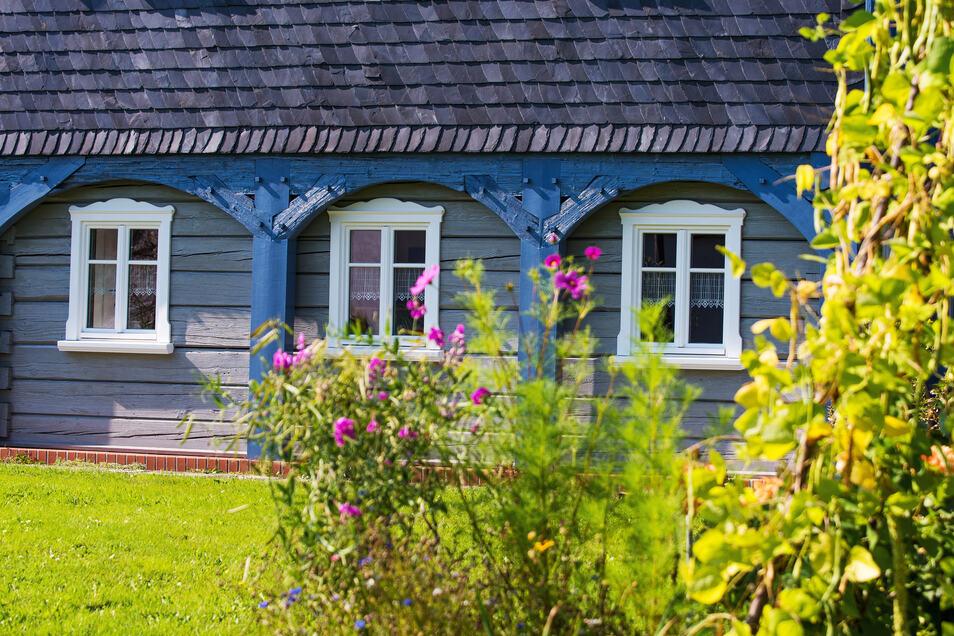 Umgebindehäuser wie dieses in Oderwitz sind wieder als Schätze der Region zu erkennen. Die 2004 gegründete Stiftung Umgebindehaus und der Tag des Umgebindehauses halfen dieser Entwicklung auf die Sprünge.