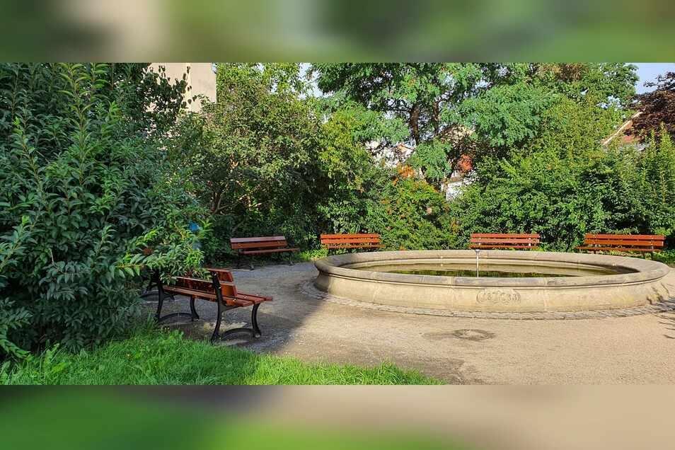 Die neuen Bänke um den Brunnen am Klosterplatz können bereits genutzt werden.