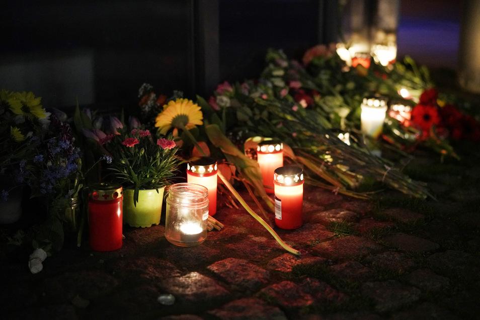 Am Unfallort wurden Blumen und Kerzen abgelegt.