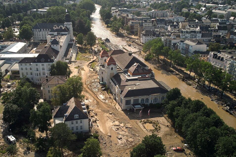 Nach der Unwetterkatastrophe in Teilen von Rheinland-Pfalz und Nordrhein-Westfalen prüft die Koblenzer Staatsanwaltschaft die Einleitung eines Ermittlungsverfahrens.