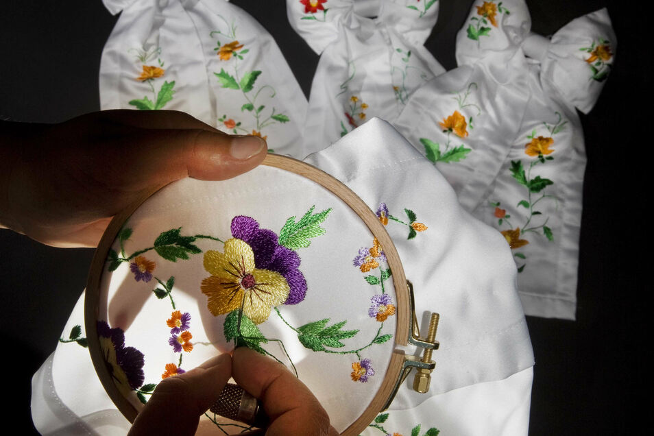 Sticken ist eine beliebte Freizeitbeschäftigung. Dieses Hobby und viele andere werden bei einer Schau im Rammenau vorgestellt.