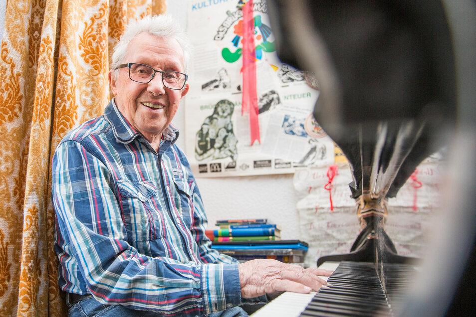 Seinen Blüthner-Flügel hat Heinz Kunert für 2 000 Mark dem Rundfunkorchesterleiter Hans-Hendrik Wehding abgekauft.