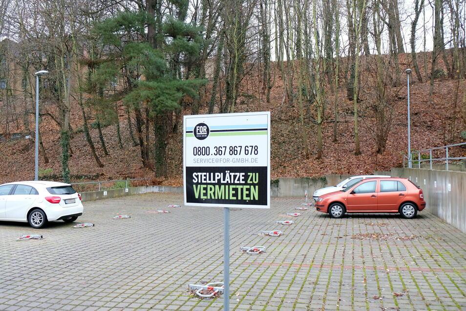 Der Eigentümer der Stellplätze auf der Jüdenbergstraße meint, dass es genug Parkplätze in der Altstadt gebe.