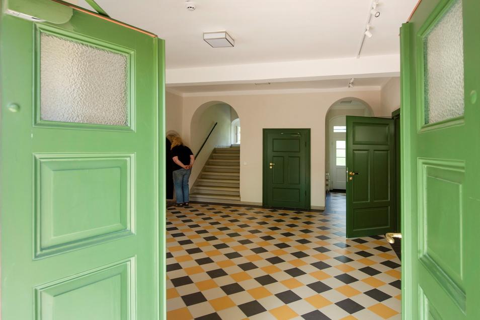 Das sanierte Foyer mit dem Zugang zum Weinkeller im Pfarrhaus.