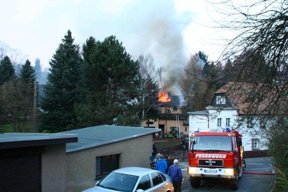 Brandgeruch machte sich im Ort breit. Von weiten waren die Flammen zu sehen.