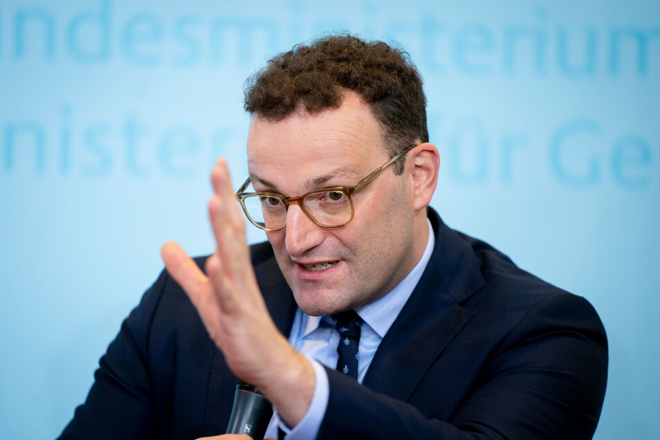 """Bundesgesundheitsminister Jens Spahn (CDU) findet es """"okay"""", wenn die gesetzlichen Kassen für Homöopathie zahlen."""