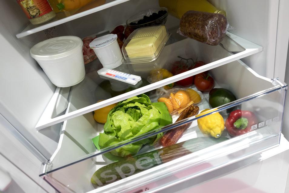 Lebensmittel im Wert von 20 Euro stahlen die Diebe aus dem Kühlschrank.