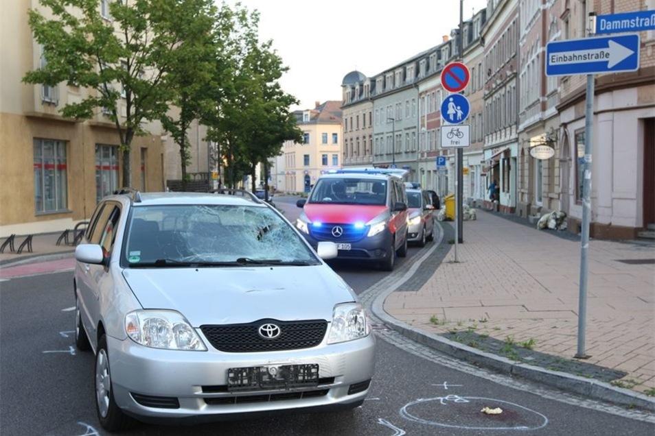 Der Unfall ereignete sich, als das Auto abbiegen wollte.