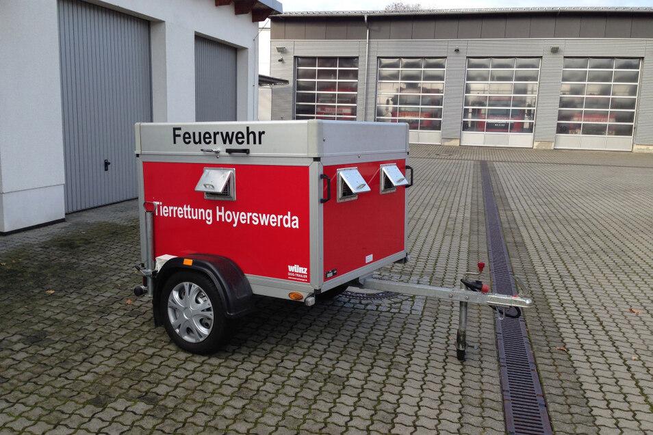 Bei der Feuerwehr Hoyerswerda kommt dieser DogTrailer der Fa. Würz aus Pfinztal bei Karlsruhe mit zwei separaten Boxen zum Einsatz.