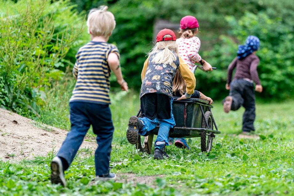 Bedürftige Familien können ab 1. August einen Zuschuss für Freizeitaktivitäten ihrer Kinder bekommen.
