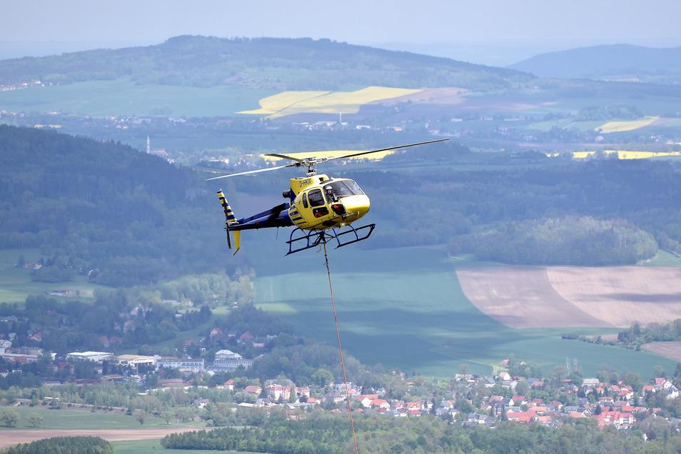120 Flüge sind nötig, bis alle Bauteile für die neue Aussichtsplattform auf den Gipfel gebracht sind.