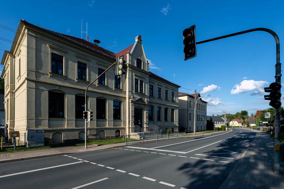 An der Grundschule in Oberottendorf wird in den Ferien so einiges gebaut.