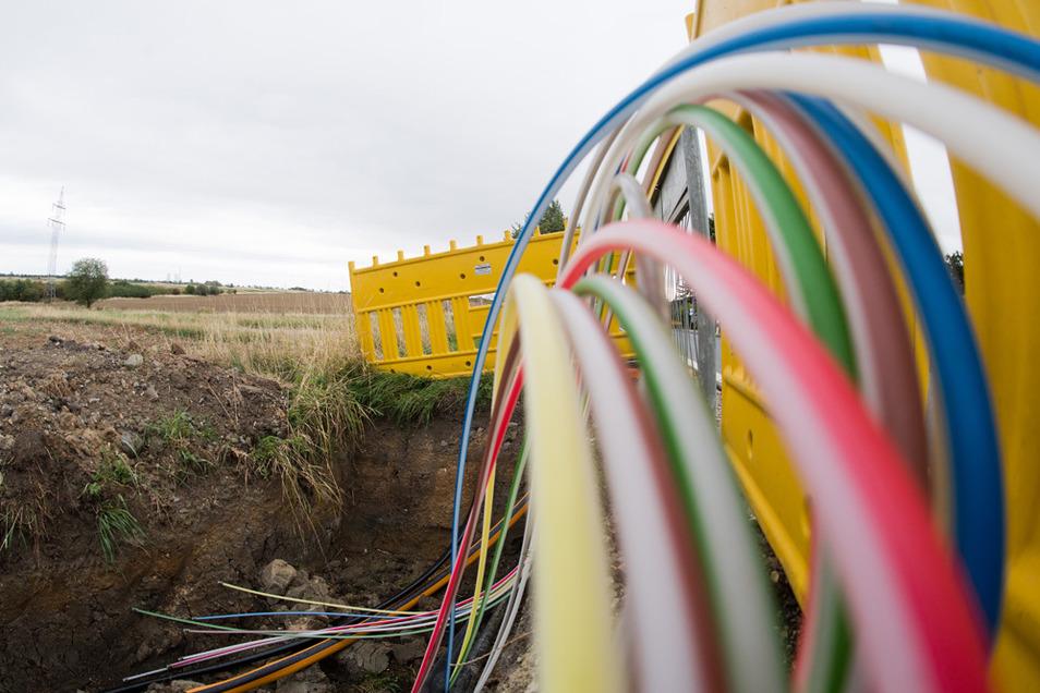 Superschnelles Internet soll mit Staatshilfen vor allem auf dem Land ausgebaut werden.