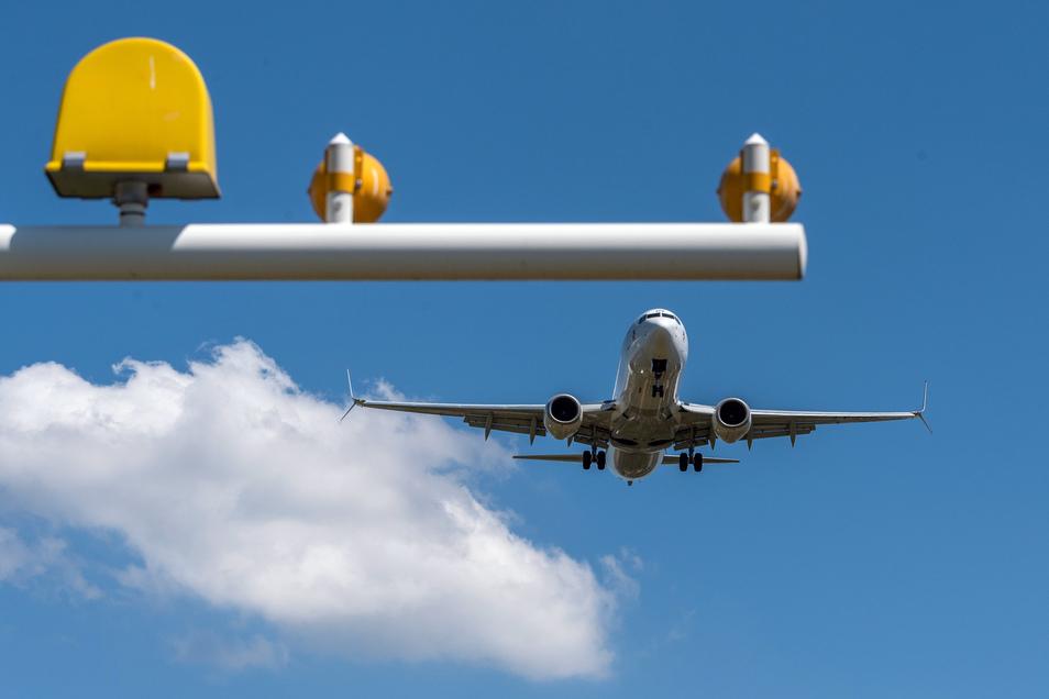 12,8 Cent pro Personenkilometer verursacht Fliegen an Folgekosten.