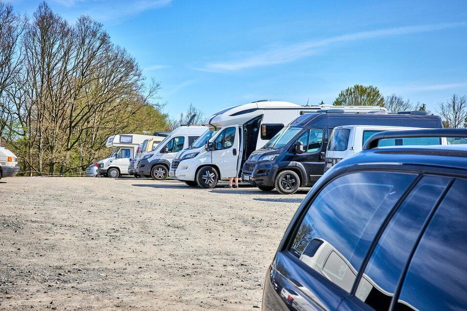 Wohnmobile dürfen am Gamrig in Waltersdorf auf für sie ausgewiesenen Flächen für eine Nacht stehen. Und das Angebot wird, mangels Alternativen, stark genutzt.
