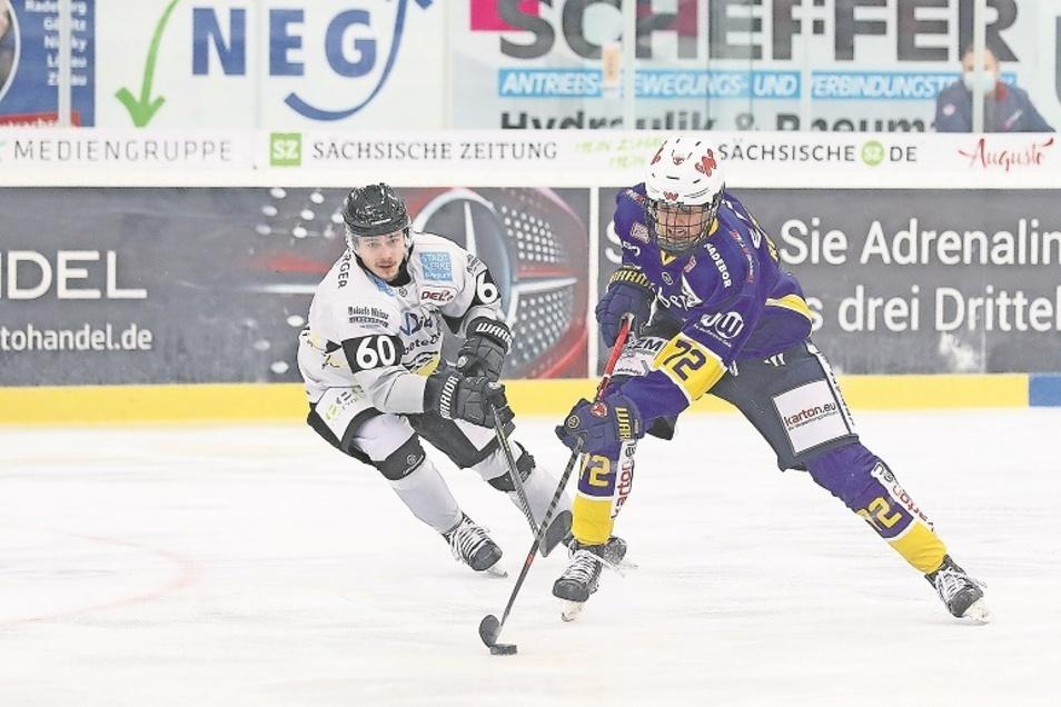 Als 17-jähriger Jugendspieler noch mit Schutzgitter, aber in der DEL 2 mit seinen technischen Fähigkeiten und seiner Handlungsschnelligkeit durchaus schon auffällig: Bennet Roßmy..