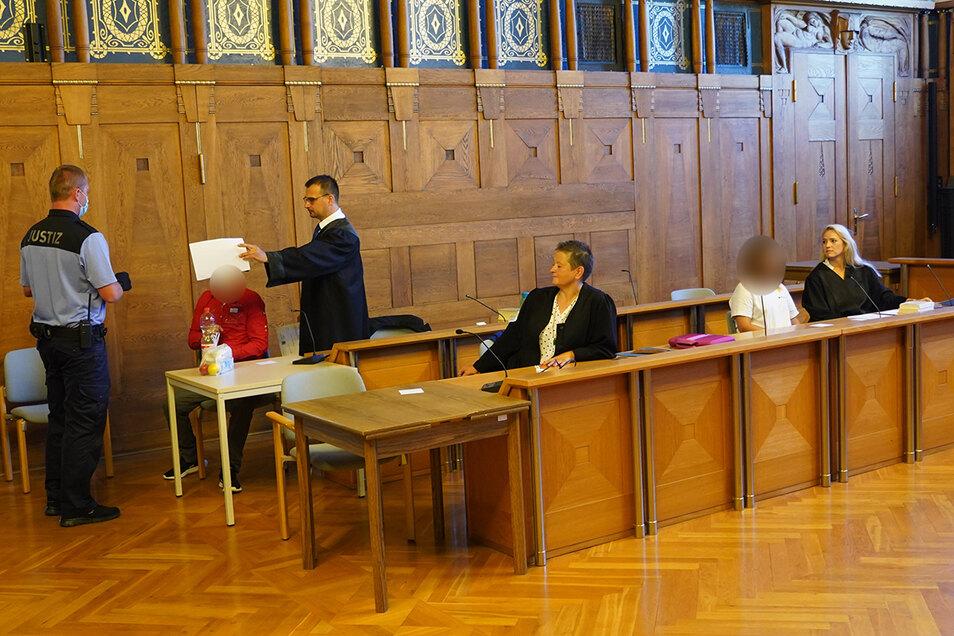Drei junge Leute aus Bautzen und Umgebung müssen sich derzeit vor dem Landgericht wegen Drogenhandels verantworten.