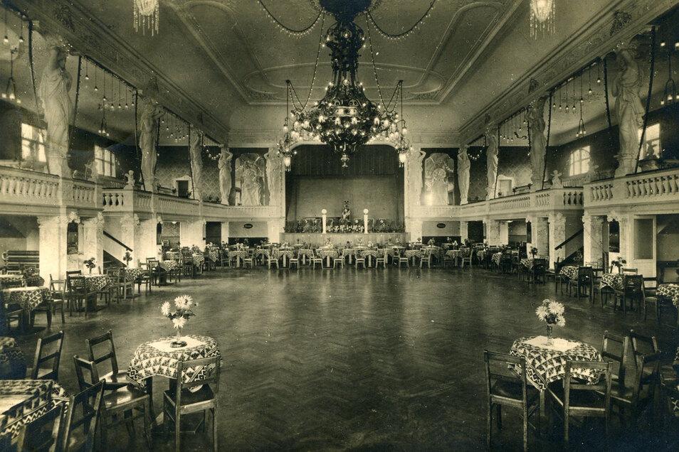 """Der Ballsaal """"Neue Welt"""" in Zwickau. Das Haus mit 3.000 Plätzen diente im August 1939 als Massenquartier für Marcel Weises Einheit, das Infanterie-Regiment 414."""