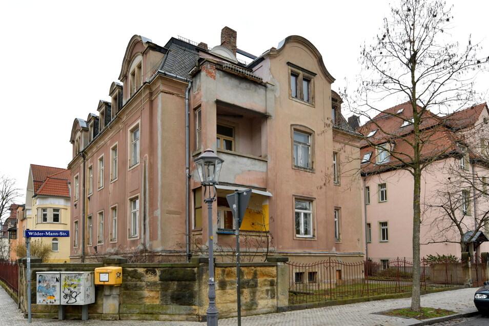 Das Wohnhaus in der Wilder-Mann-Straße 44 in Dresden steht leer. Es soll einem Neubau weichen - das ist aber umstritten.
