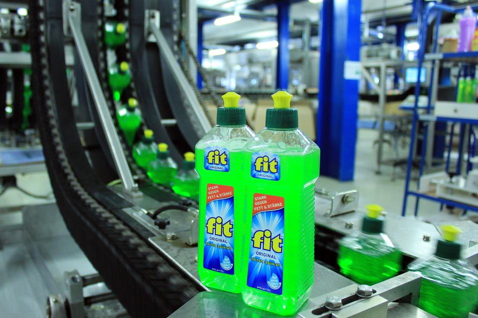 """18 Millionen Flaschen des Geschirrspülmittels """"fit"""" haben 2020 das Werk in Hirschfelde verlassen."""