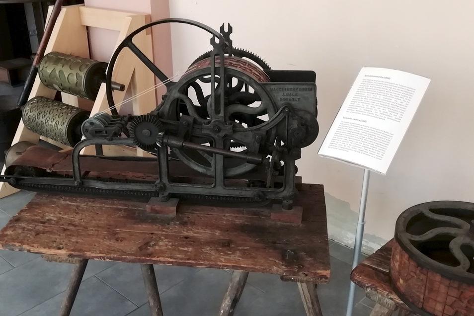 Viele Exponate wie diese Spekulatiusmaschine wurden jetzt im Pulsnitzer Pfefferkuchenmuseum besser in Szene gesetzt.