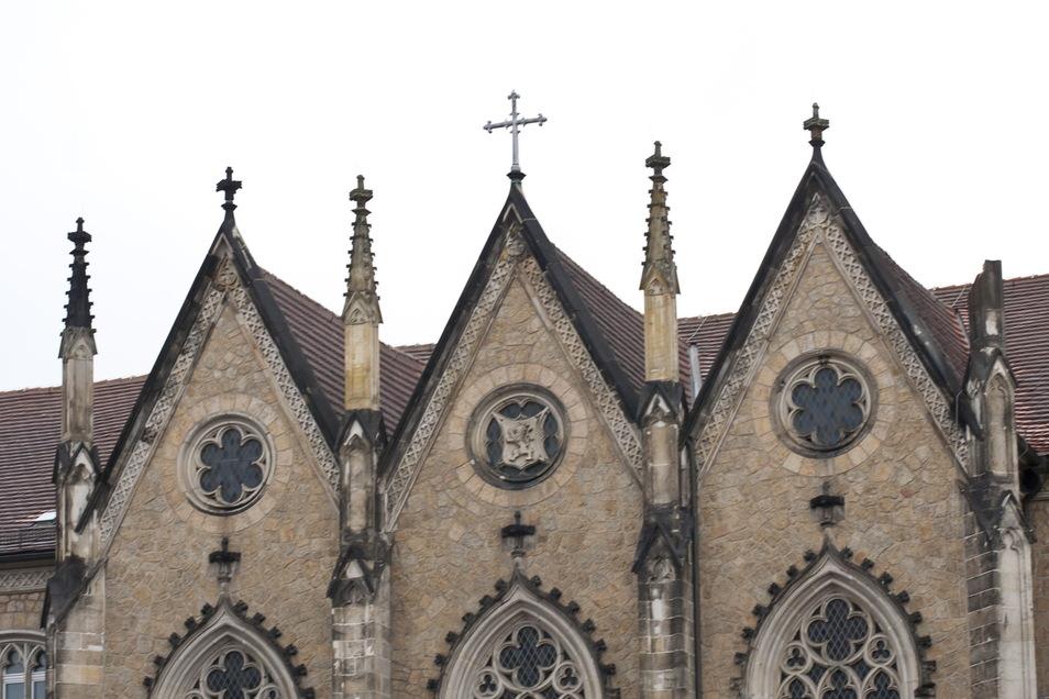 Von der Fassade des Augustum am Görlitzer Klosterplatz ist im Januar 2012 ein Türmchen abgestürzt (ganz rechts).