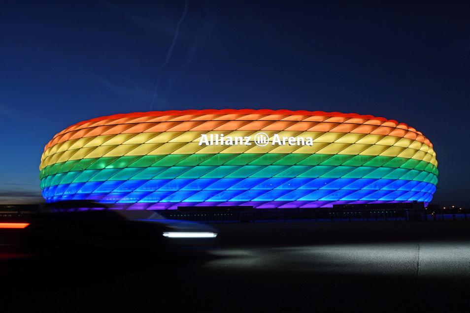 Wie anlässlich des Christopher Street Days sollte das Stadion in München zum EM-Gruppenspiel der deutschen Mannschaft gegen Ungarn in Regenbogenfarben leuchten. Die Uefa lehnte dies nun ab.