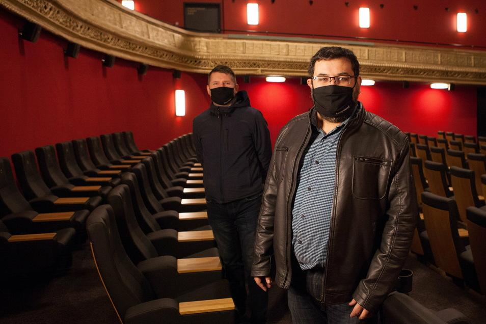 Alexander Malt (r.), Regionalleiter der Filmpalastkinos in Sachsen, und Standortleiter Stefan Kretschmer im sanierten Görlitzer Palast-Theater.