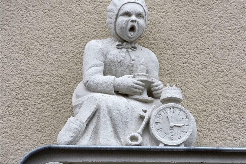 Erhalten wurden auch die historischen Figuren an der Fassade.