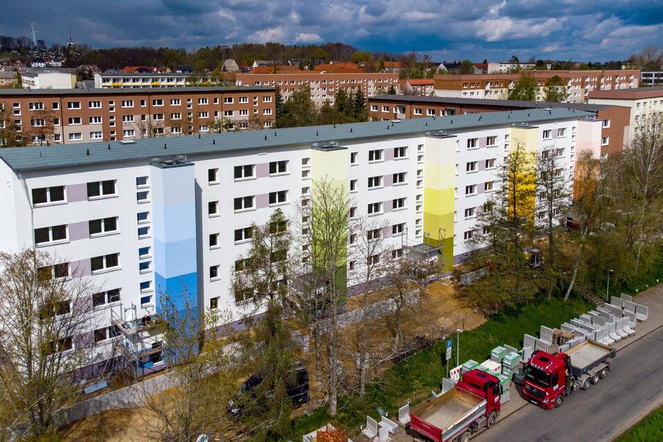 So sieht der neue Wohnblock an der Döbelner Straße in Hartha aus. Die Wohnungsbau-Genossenschaft (WBG) Kontakt hat ihn in den letzten zwei Jahren komplett sanieren lassen.