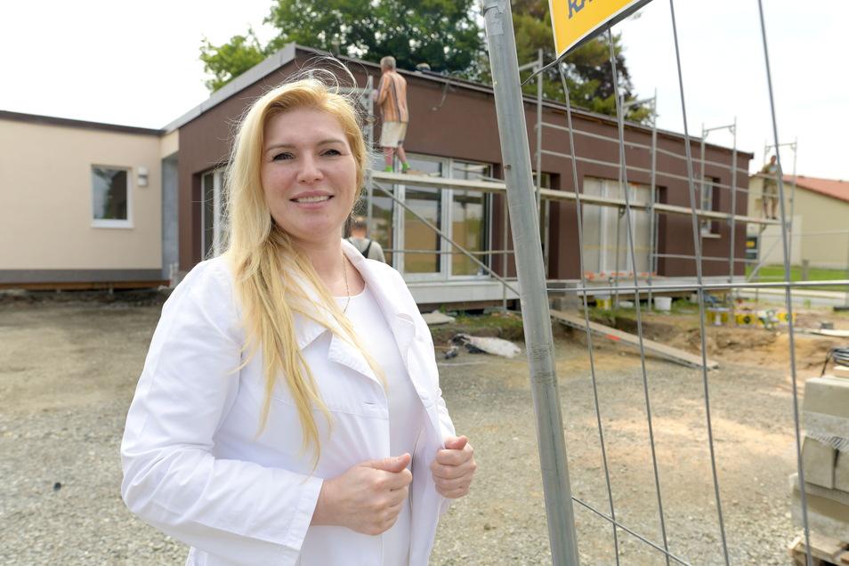 Ende der Woche waren noch einige Baufirmen und Handwerker mit den letzten Arbeiten beschäftigt. Aber Dr. Katarina Varga wird am 5. Juli das Medizinische Versorgungszentrum Varga (MVZ) in der Nordstraße 4 in Seifhennersdorf eröffnen.